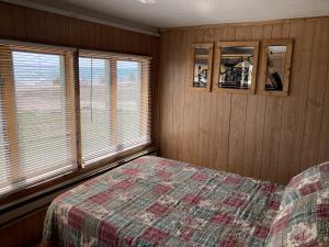 Front bedroom cabin 5